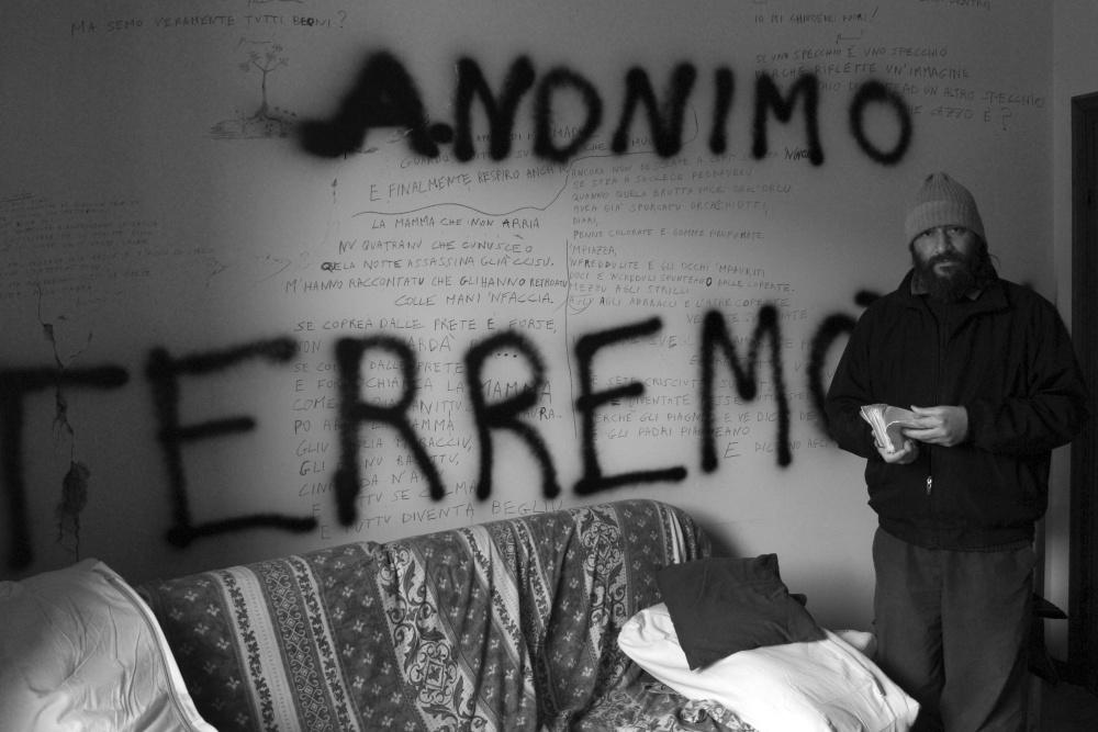 L'ISTANTE DI ROBERTO <br> ANONIMO TERREMOTATO